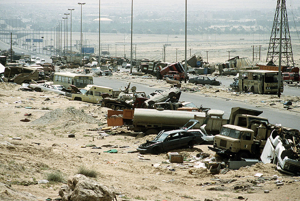 photo of the carnage left behind after the the US bombed Saddam's forces fleeing Iraq