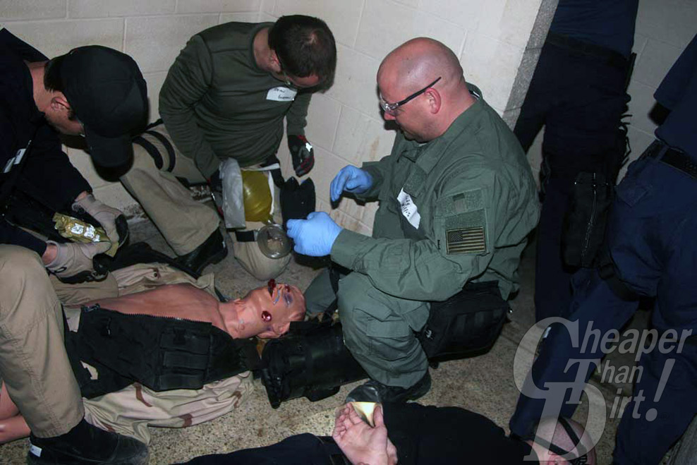 Tactical medicine scenarios with medics, instructors and victims