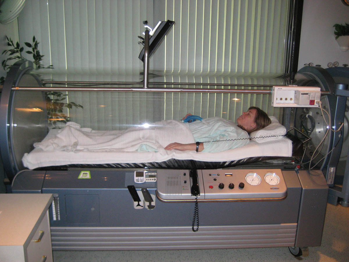 Picture shows a woman lying in a hyperbaric oxygen chamber in the hospital.