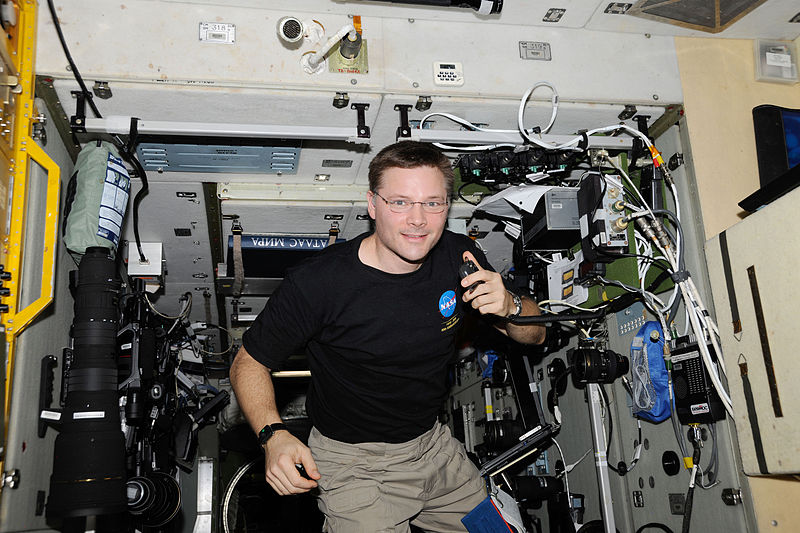 ISS-24_Doug_Wheelock_uses_ham_radio_system