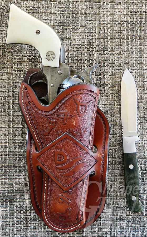 Ruger Vaquero in the Diamond Loop Cattlebrand holster