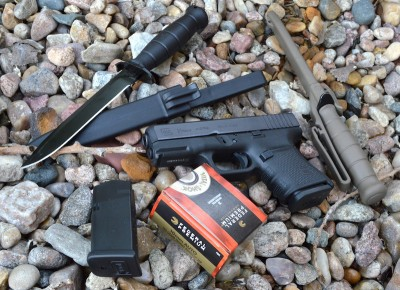 GLock G29 pistol with Federal ammunition and two combat knives
