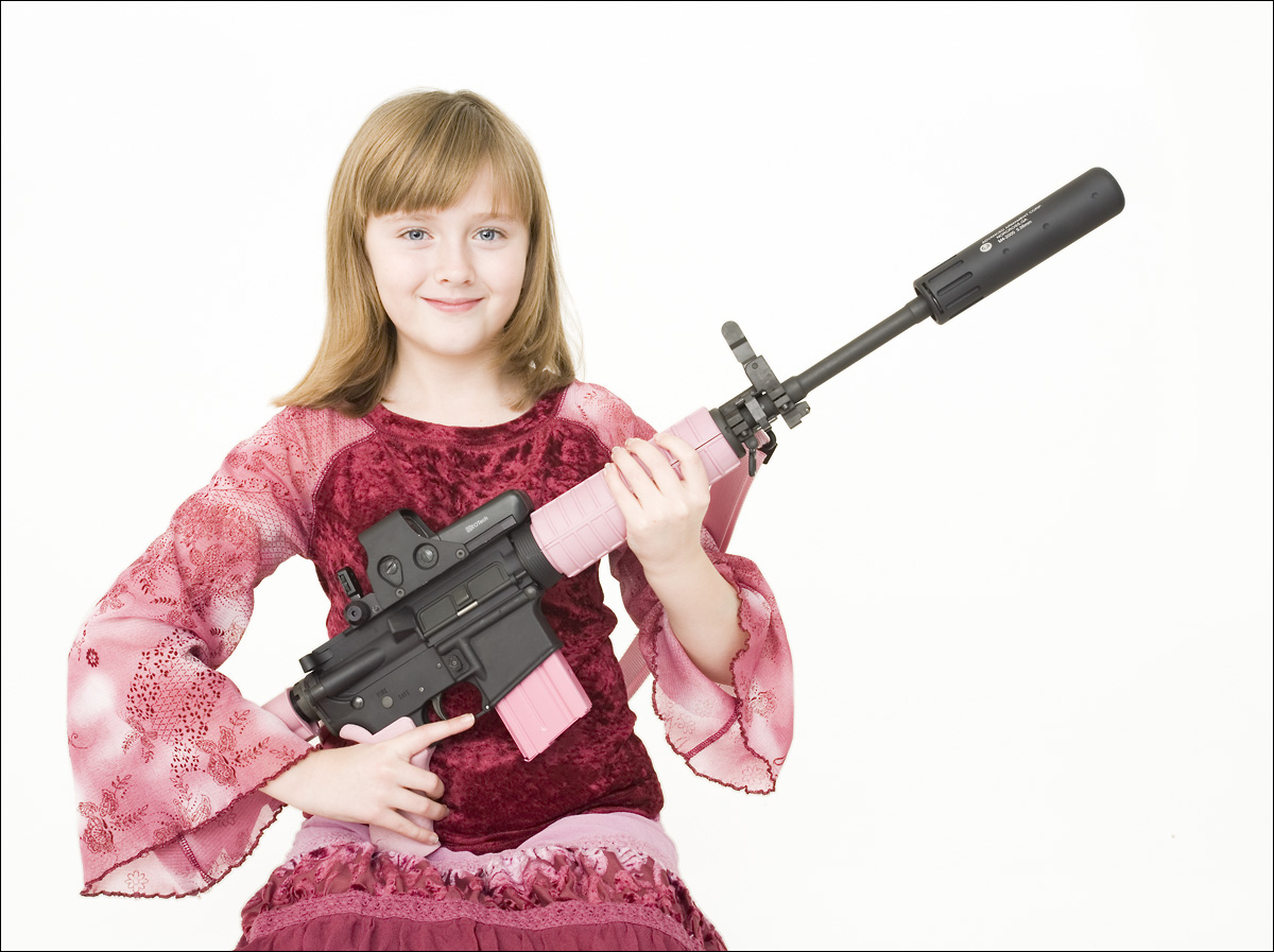 Смешная картинка девочка с пулеметом, для изготовления