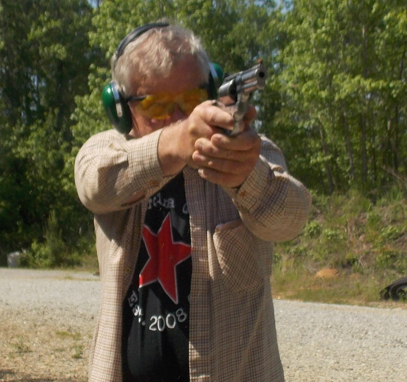 Bob Campbell shooting the Smith and Wesson 686 plus revolver
