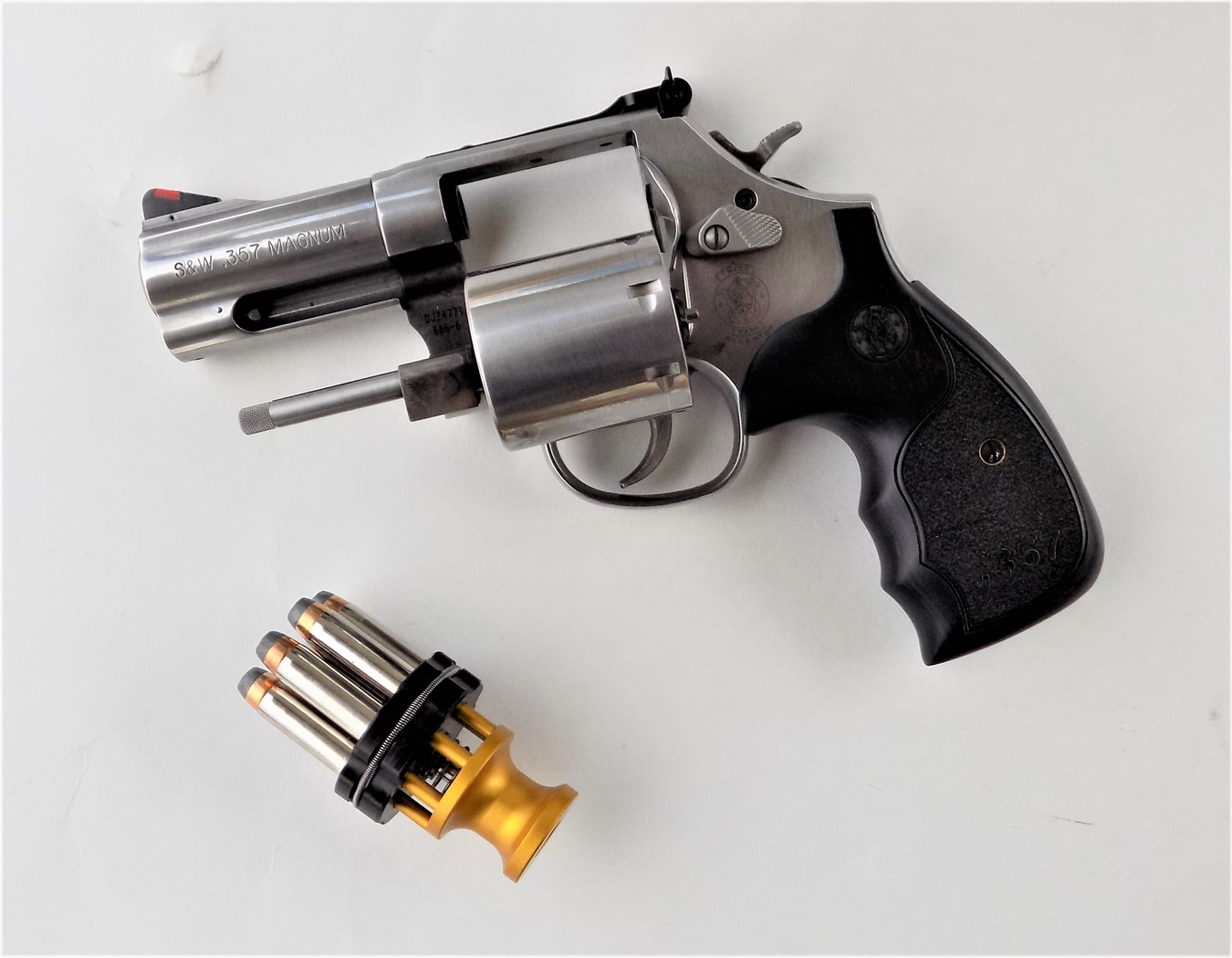 Smith and Wesson 686 plus revolver with Speed Beez speedloader
