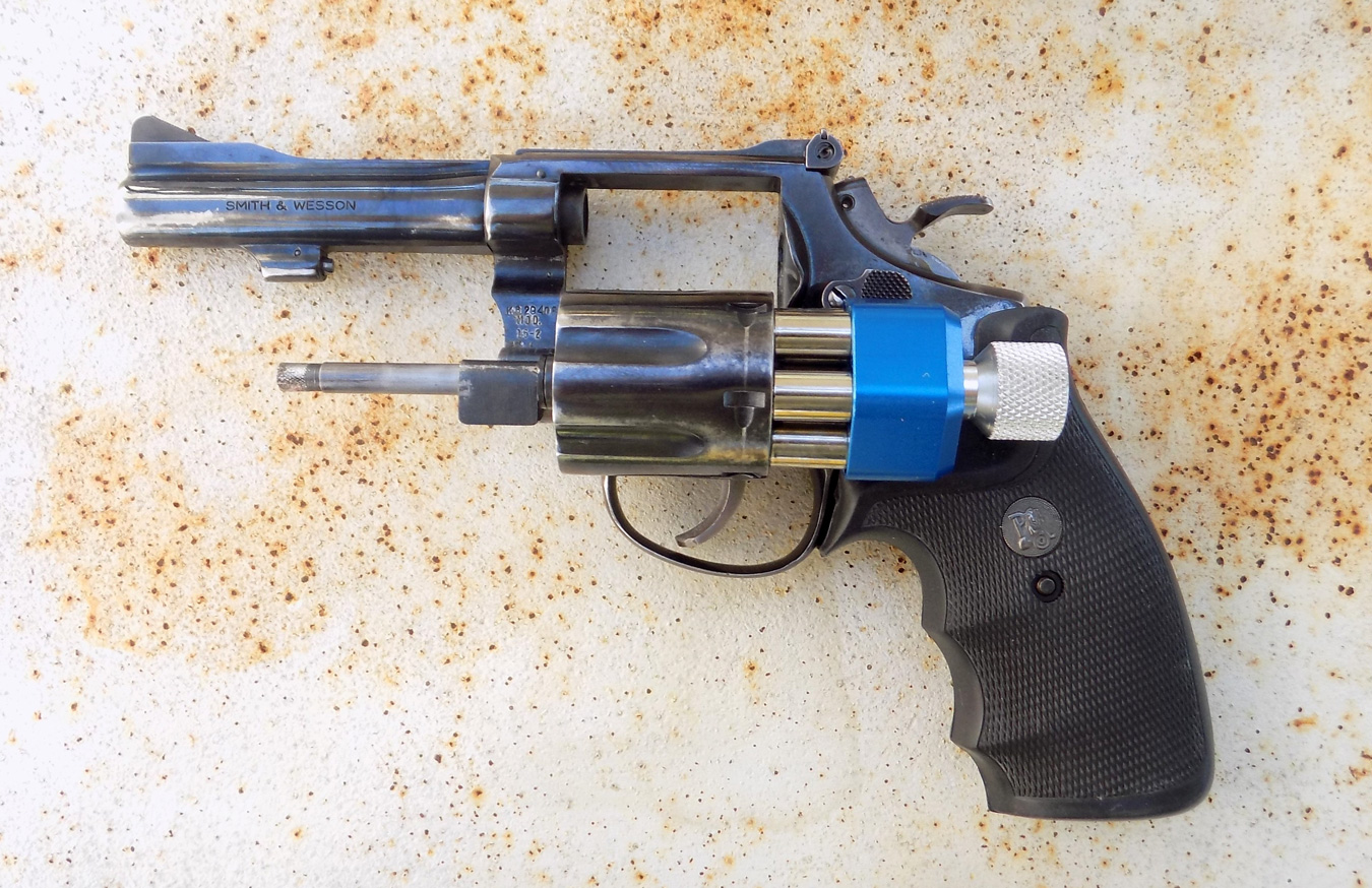 Pachmayr speedloader being loaded into a revolver