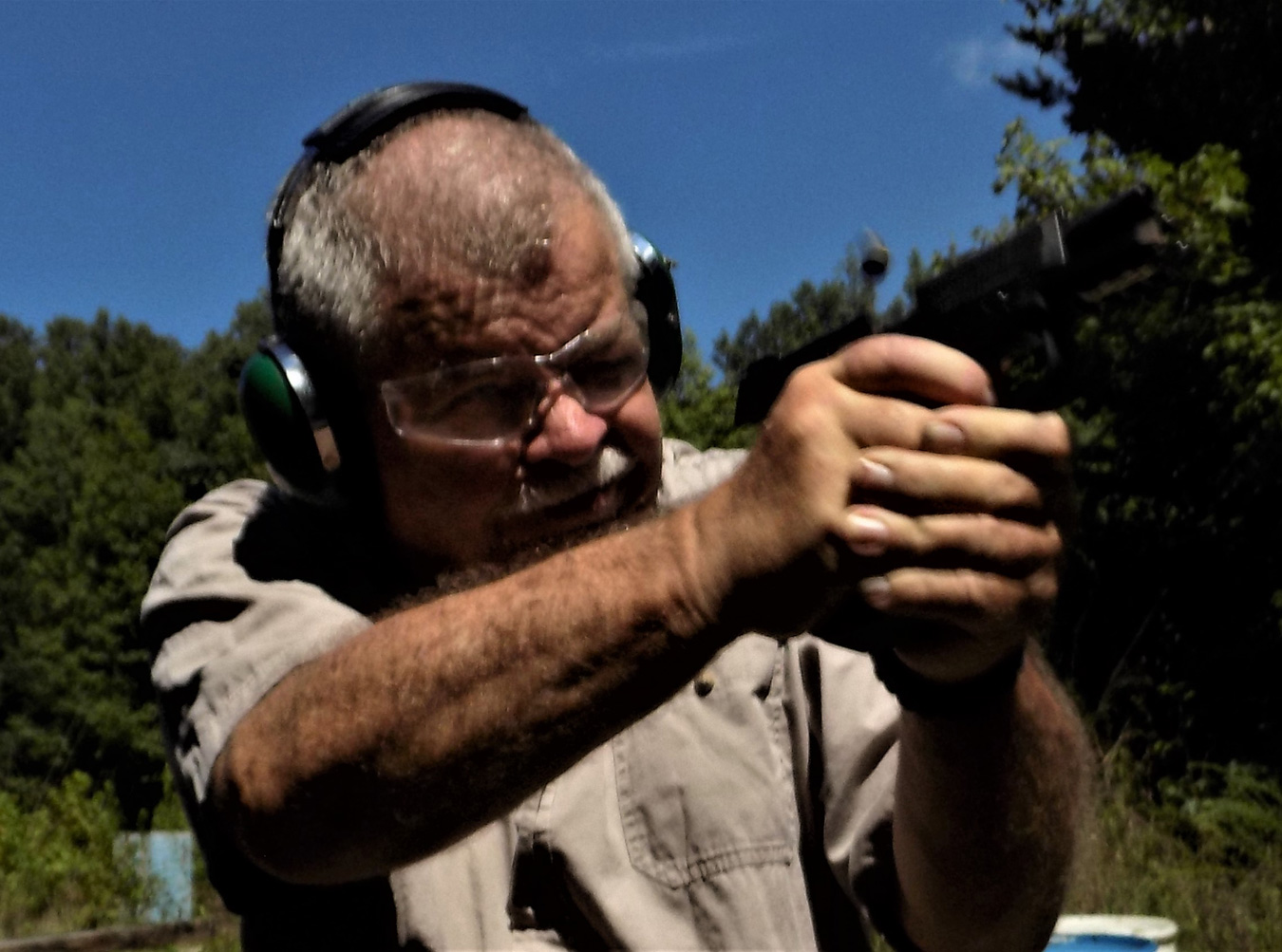 Bob Campbell shooting the FNS 40