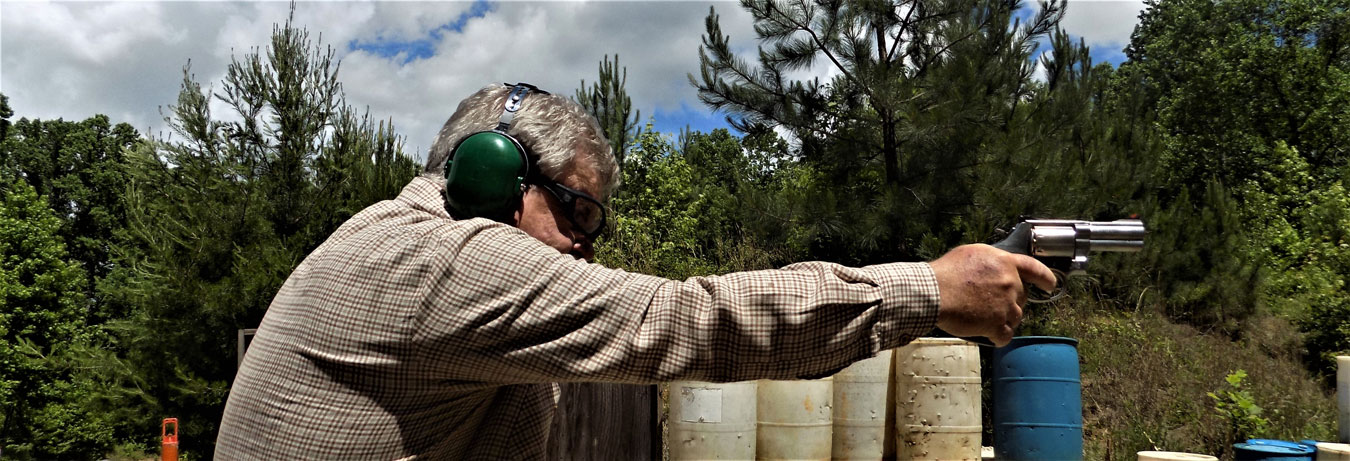Bob Campbell shooting the smith and wesson 686 plus revolver one-handed