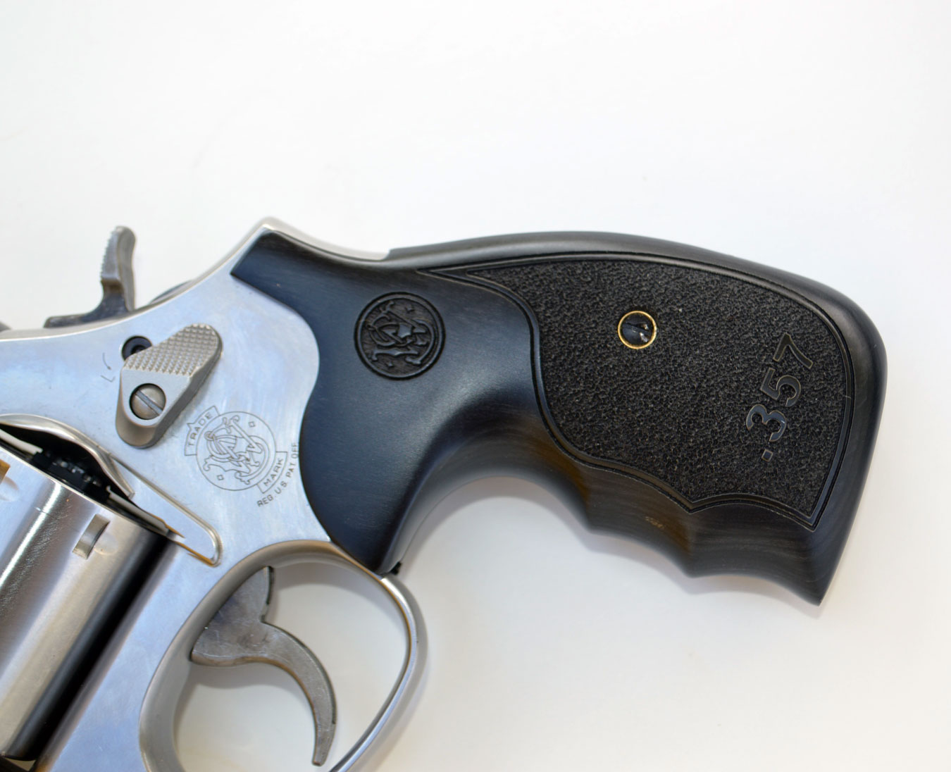 pebble grips on the smith and wesson L frame 686 plus revolver