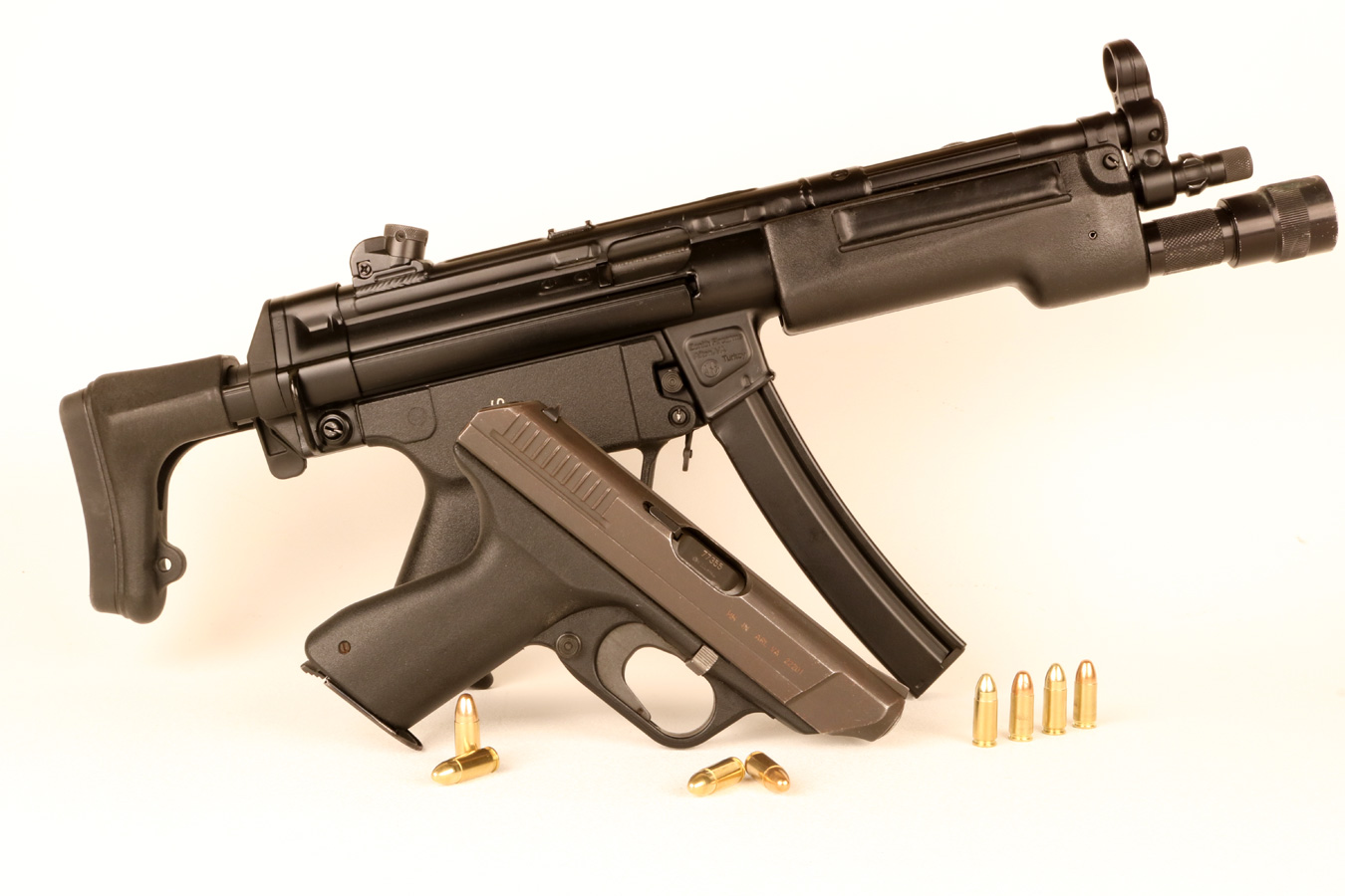 HK VP70 pistol in front of a HK MP5 submachine gun