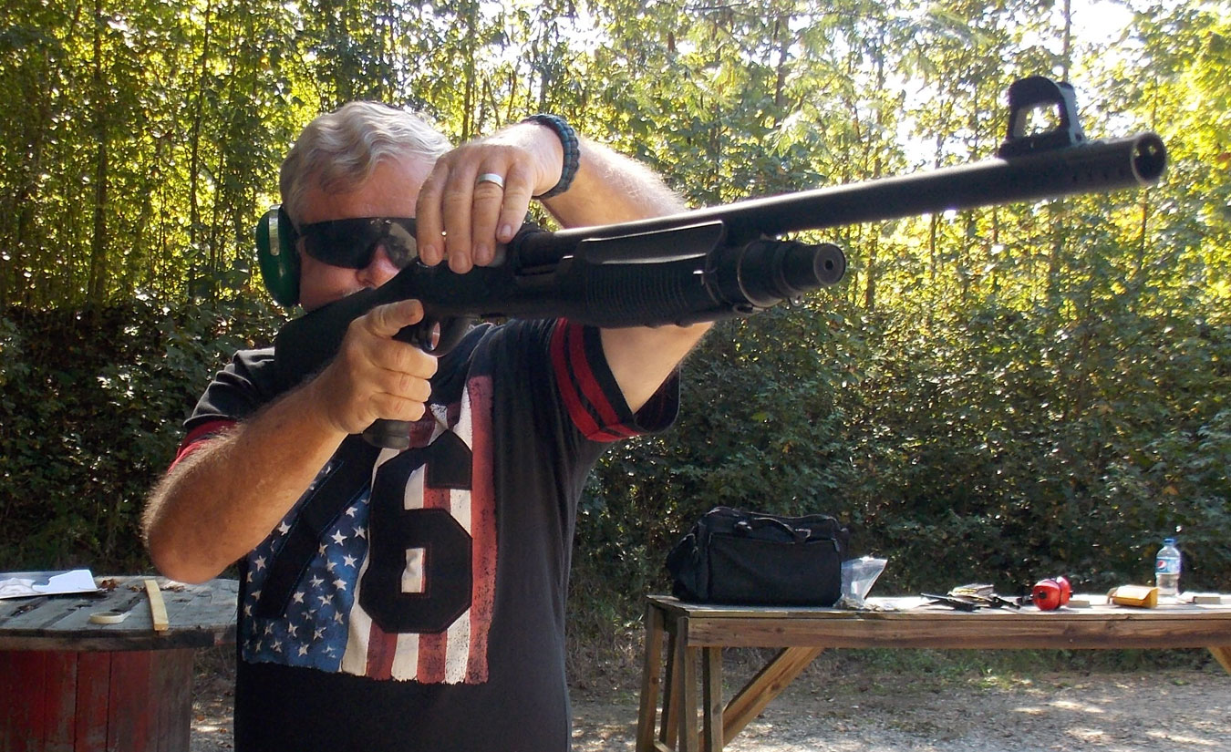 Speed loading a Remington 1100 shotgun